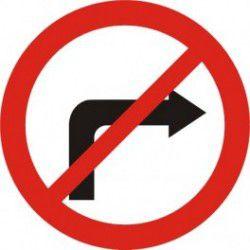 Znak B-21 Zakaz Skrętu w Prawo