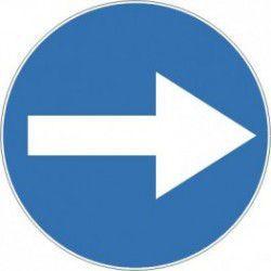 Znak C-1 Nakaz Jazdy w Prawo (przed znakiem)