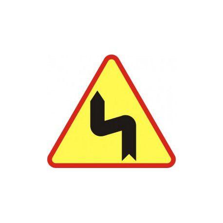 A-4 Znak Niebezpieczne zakręty pierwszy w lewo