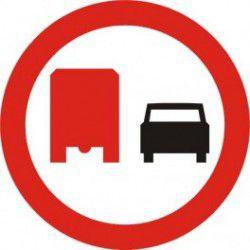 Znak B-26 Zakaz Wyprzedzania przez Samochody Ciężarowe