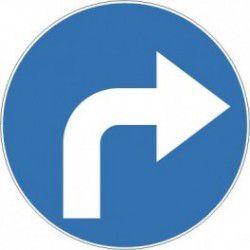 Znak C-2 Nakaz Jazdy w Prawo (za znakiem)