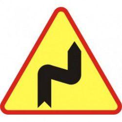 A-3 Znak Niebezpieczne zakręty pierwszy w prawo
